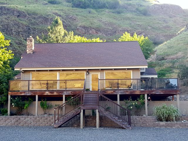 hells canyon resort upper lodge